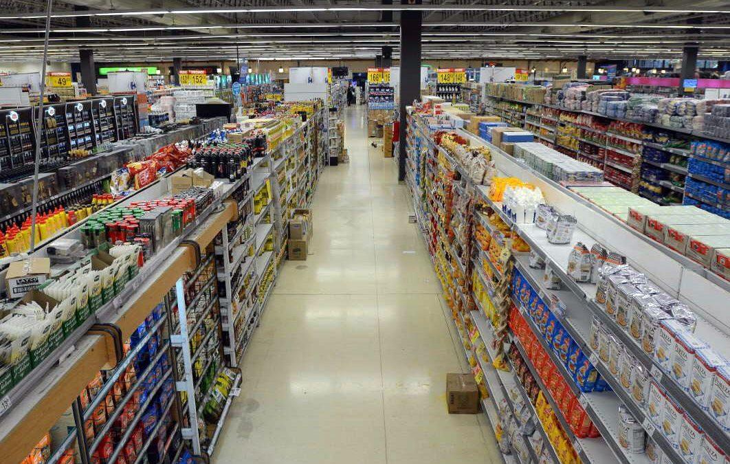 Las ventas en supermercados cayeron 2,3% interanual