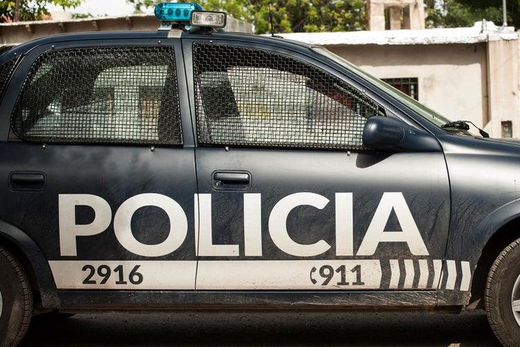 Sacó el auto de un turista y lo destruyó en pleno centro de Mendoza