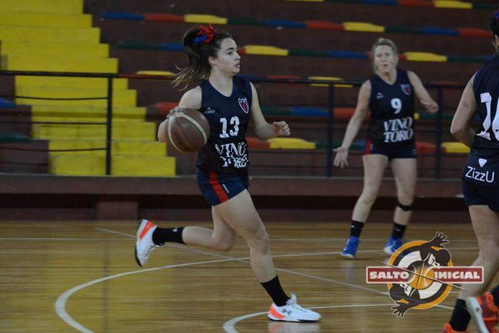 La basquetbolista mendocina Abril Ramírez lleva su talento a Uruguay