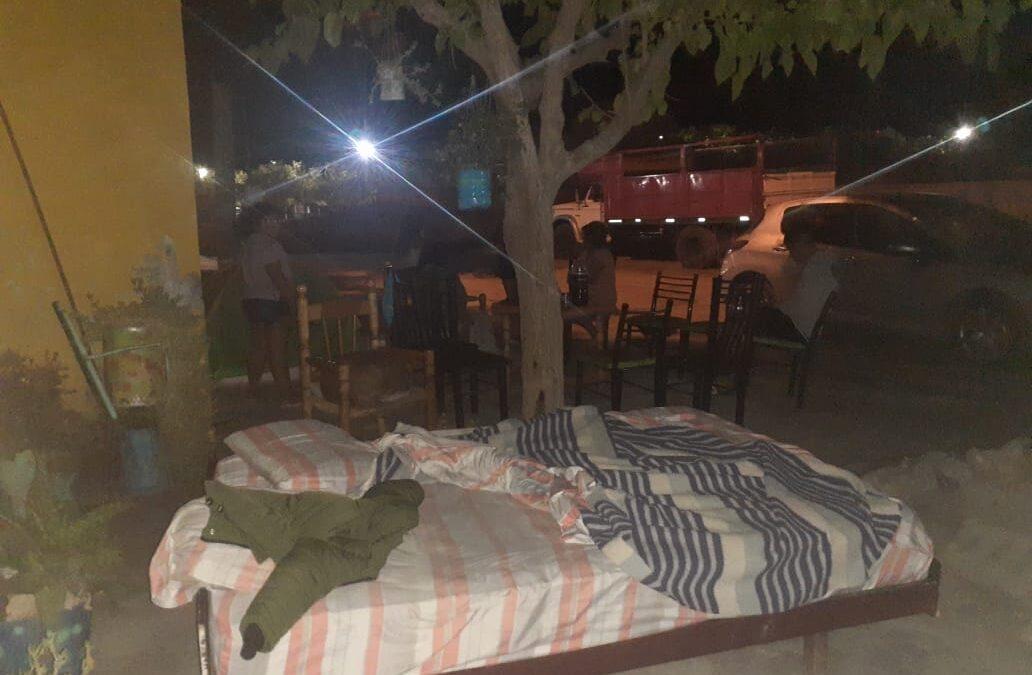 El terremoto de San Juan dejó varios inconvenientes edilicios y algunos vecinos hicieron noche en la vereda